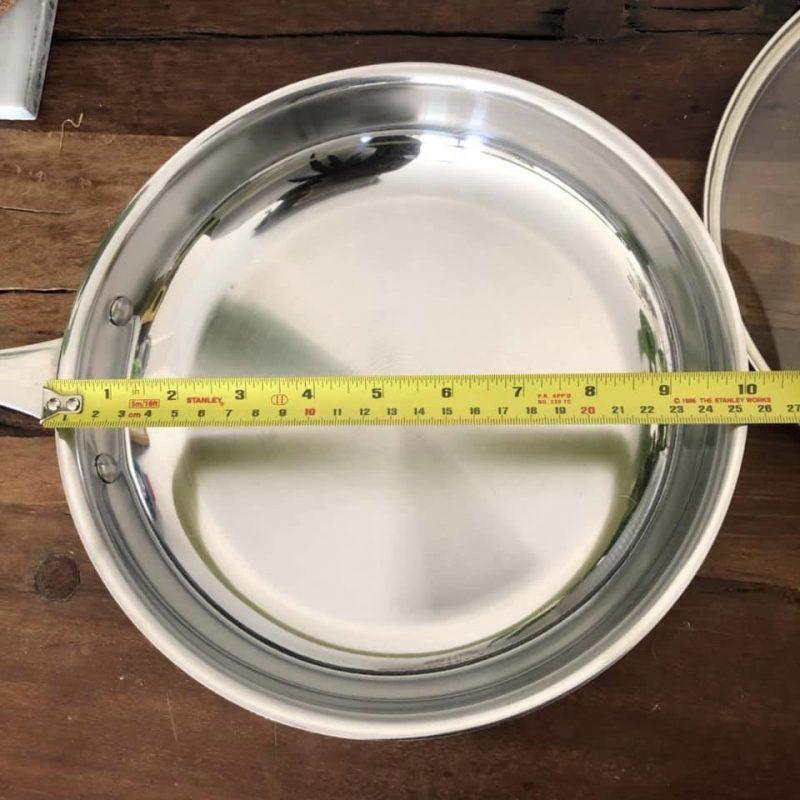 poele vu de haut avec ruban a mesurer