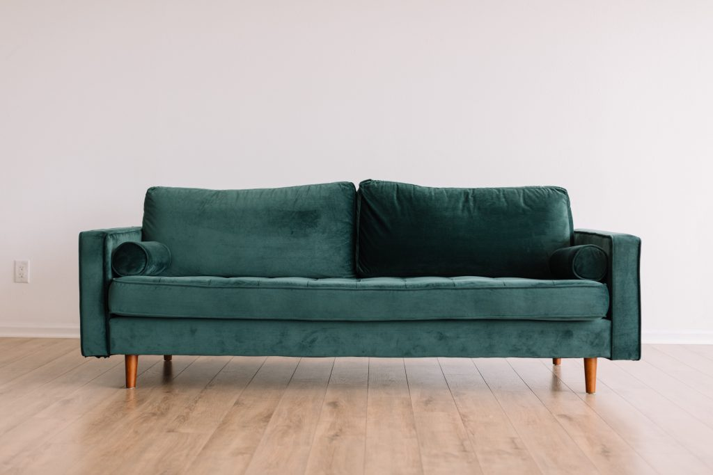 sofa vert en velours de seconde main