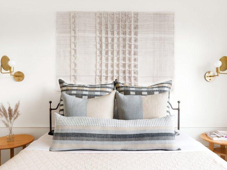 lit avec coussins et textiles bole road