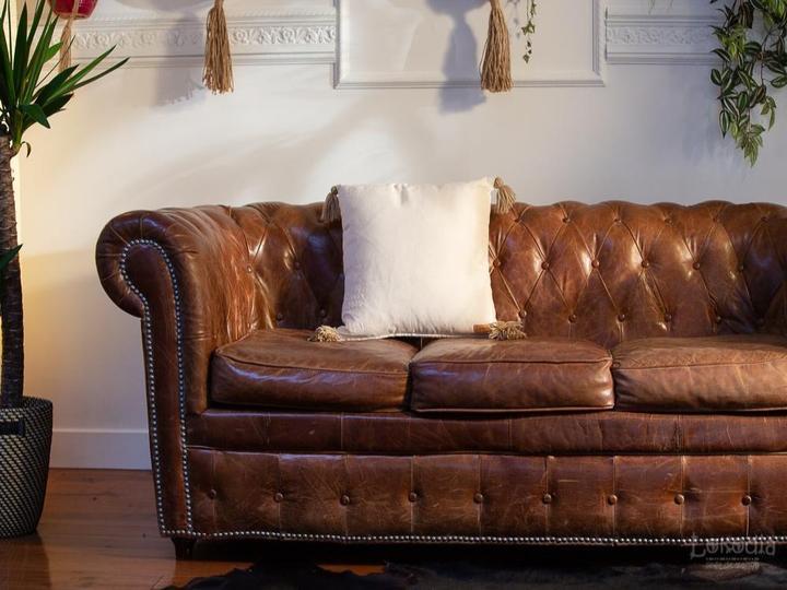 sofa en cuir avec le coussin en godon du Tchad