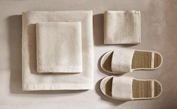 serviettes sandales beiges